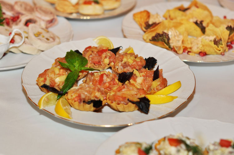 <Блюда ресторана в Доме Офицеров - Food in Restaurants and banquet halls of the House Officers in St. Petersburg